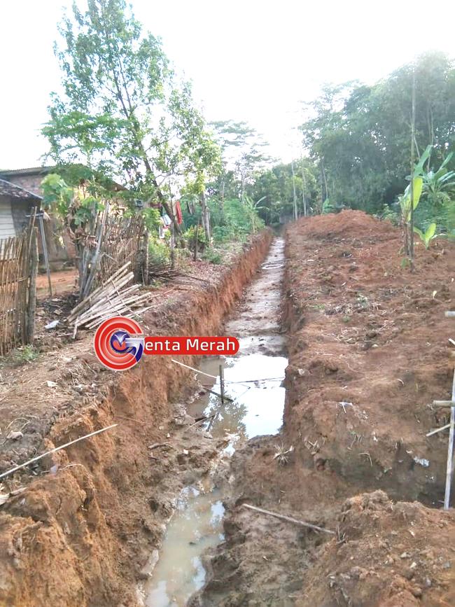 Antisipasi Banjir, Kades Bumi Raharja Gunakan DD Bangun Galian Tanpa Pasang