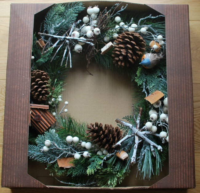 Amara-Christmas-wreath-in-box