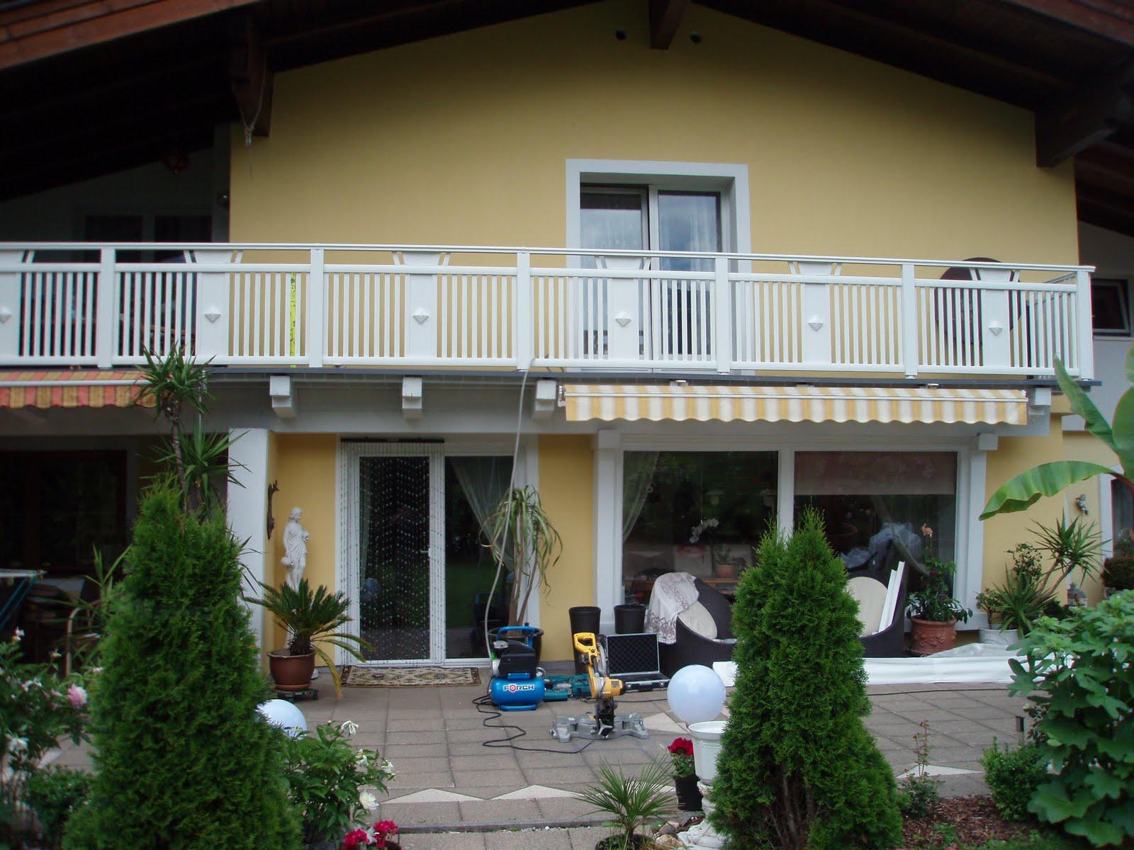 haus bauservice alu balkon wei auf holzunterbau mit barfu boden grau. Black Bedroom Furniture Sets. Home Design Ideas
