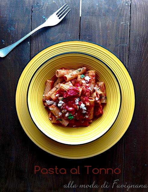 pasta-tonno-sugo-capperi-pomodori-pinoli-veloce