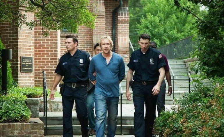 Pastor sendo preso por policiais