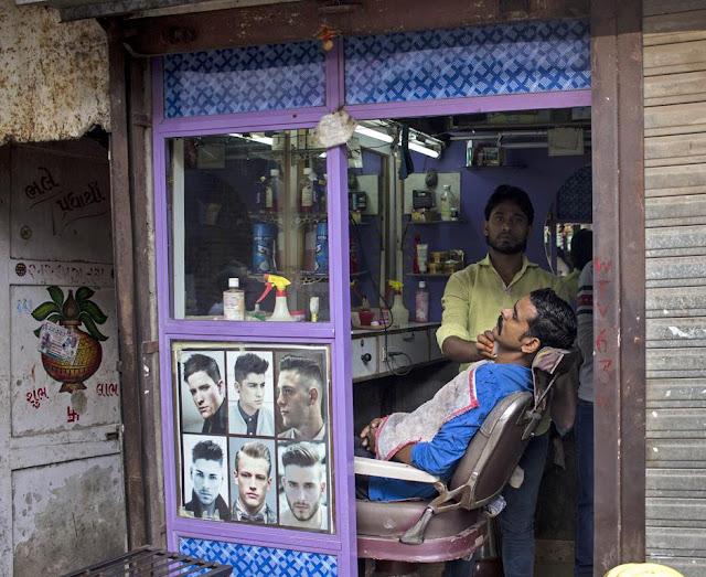 barbershop, kumbharwada, dharavi, mumbai, india, streetphoto,
