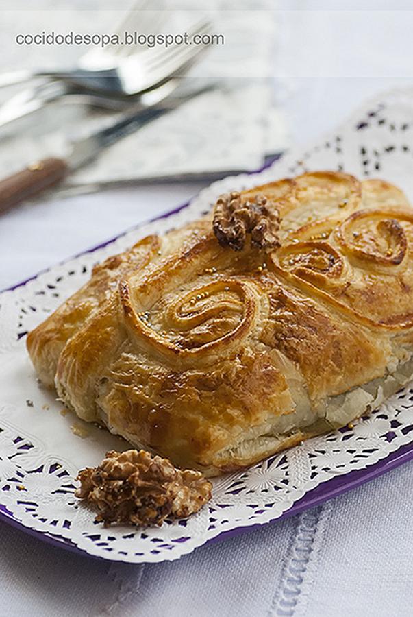 hojaldre-de-queso-brie-con-nueces-y-cebolla-caramelizada