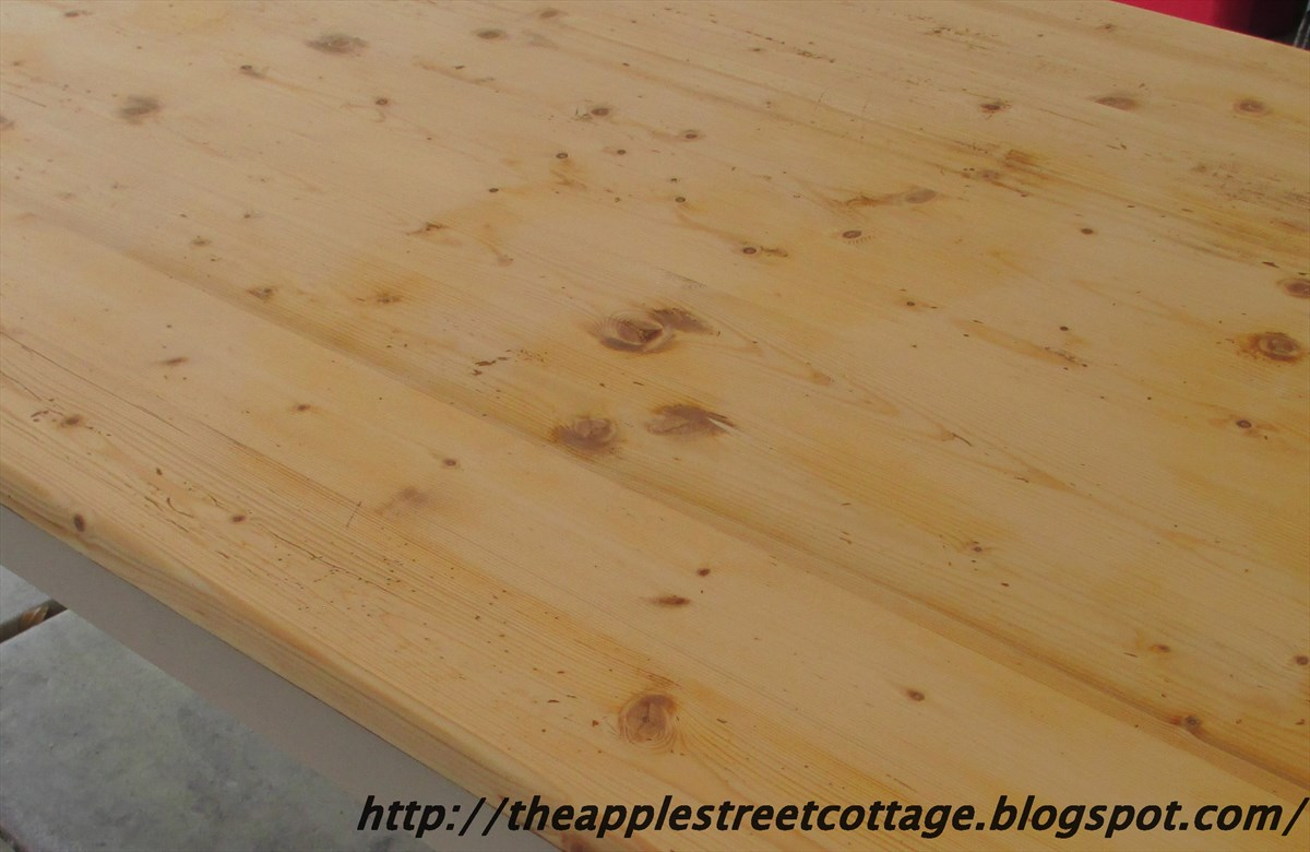 How Many Coats Of Polyurethane On Table