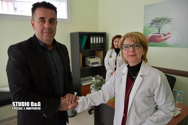 Επίσκεψη Κωστούρου στο Δημοτικό Κοινωνικό Ιατρείο όπου διεξάγεται τριήμερο προληπτικών ιατρικών ελέγχων από κορυφαίους γιατρούς