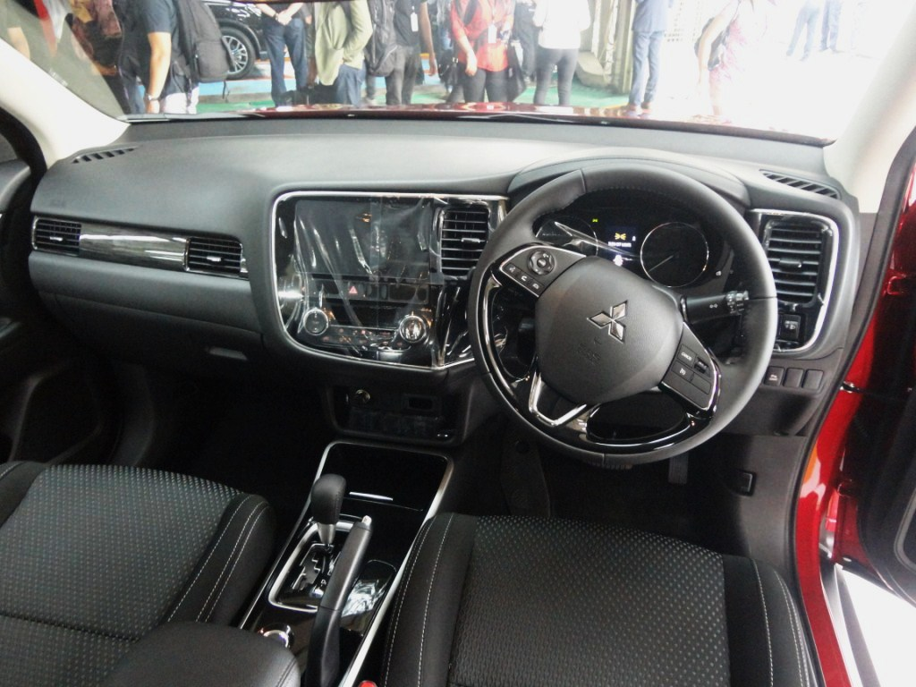 On a further note you can register your interest in the outlander here http mitsubishi motors com my mitsubishi outlander 2017