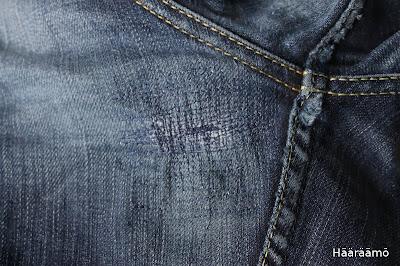 Farkkuihin tulleen reiän korjaus suoralla ompeleella