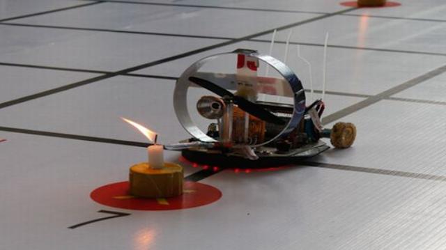 Robot - Robot made in Indonesia Bersaing di Ajang Kontes Robot Cerdas