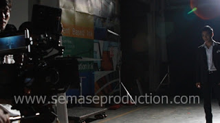 รับทำโฆษณาวีดีโอ TVC VTR งานโปรดักชั่น ถ่ายทำและตัดต่อวีดีโอ Post Production ทีมงานโปรดักชั่นคุณภาพเยี่ยม มืออาชีพ ผลิตงานโฆษณา TVC VTR ภาพยนต์โฆษณา รายการทีวี รายการโทรทัศน์ หนังสั้น หนังโฆษณา สารคดี มิวสิควีดีโอ ละคร วีดีโอพรีเซนทเทชั่น พรีเวดดิ้ง รับผลิตและถ่ายทำโฆษณา พรีเซนท์เทชั่น  VDO Wedding Presentation Video Profile แนะนำธุรกิจ องค์กรหรือผลิตภัณฑ์  ถ่ายทำภาพยนต์โฆษณา หนังยาว หนังโฆษณาซีรี่  วีดีโอทั่วไป รวมถึงงานด้านมัลติมีเดีย Multimedia คอมพิวเตอร์กราฟฟิต Motion Graphic Visual media ออกกองถ่ายทำ ถ่ายภาพนอกสถานที่ และครีเอทีฟ ออกแบบโฆษณา คิดเนื้อเรื่อง วางโครงเรื่องหนังโฆษณา ออกแบบวีดีโอประชาสัมพันธ์  Advertising VDO TVC  ตลอดจนงานด้าน Art Work การสื่อโฆษณา กิจกรรมส่งเสริมการประชาสัมพันธ์  สื่อสิ่งพิมพ์ โลโก้ แบนเนอร์ ป้ายโฆษณา และจัดงานออแกรไนซ์ ออกบูท ต่างๆ ตัดต่อ เทเลชีน VISUAL EFFECT TELECINE CG Digital Effect 2D-3D Motion Graphic 3D Animation รับทำหนังโฆษณาทางโทรทัศน์