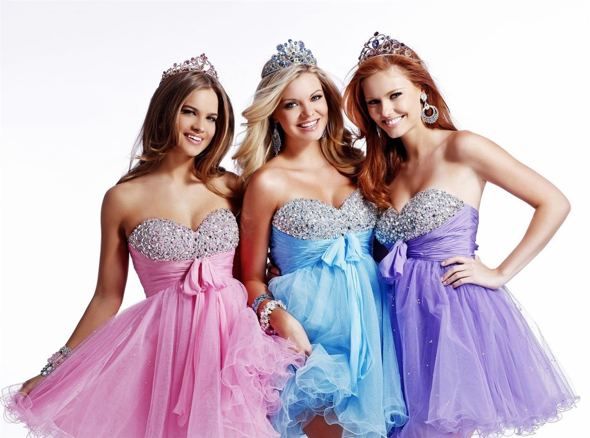 Beautiful Dresses For Womens..: Different Prom Dresses For
