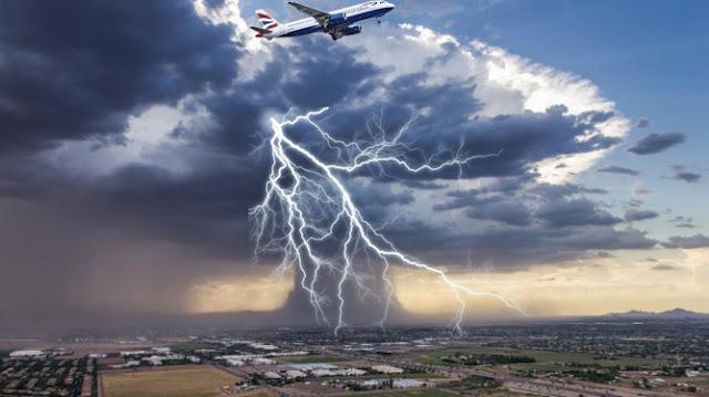 تحلق الطائرات علي إرتفاعات عالية جدا لتفادي العواصف والامطار