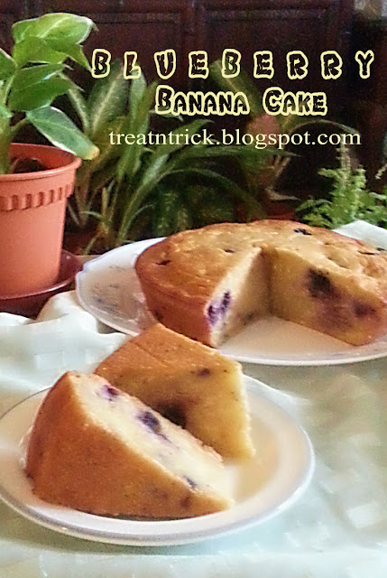 Bluebery Banana Cake Recipe @ treatntrick.blogspot.com