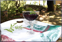 Recette d'été : les pêches au vin rouge et à la menthe fraîche