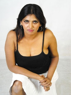 Bhuvaneshwari Hot Boob Cleavage Photos