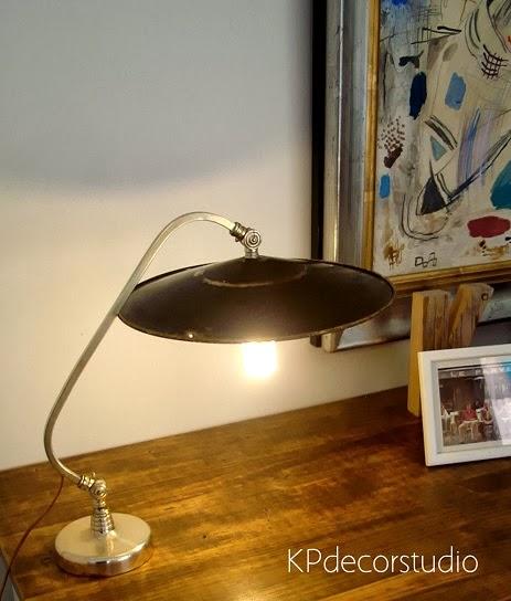 Flexos vintage online. Lámparas de mesa antiguas decorativas y originales de metal cromado y cobre.