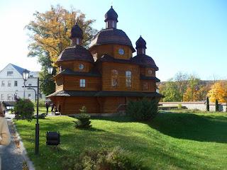 Крехів. Монастир св. Миколая. Церква Покрову Пресвятої Богородиці. 2004 р.