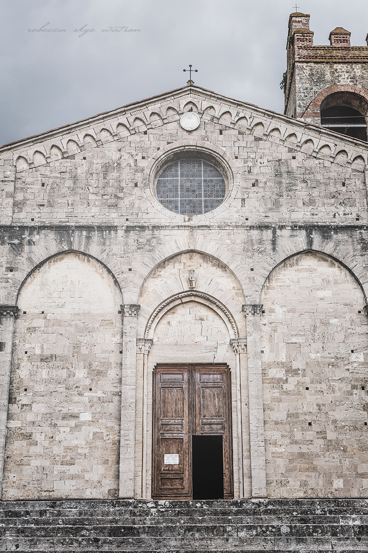 something inviting about the simplicity of the church in Asciano 80380fa1d7c37