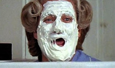 robin williams mrs doubtfire cream mask pie face cosmetics papá en apuros Daniel Hilliard Euphegenia social worker Sellner