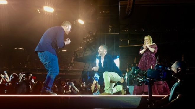 Adele fans cheer proposal during Melbourne concert