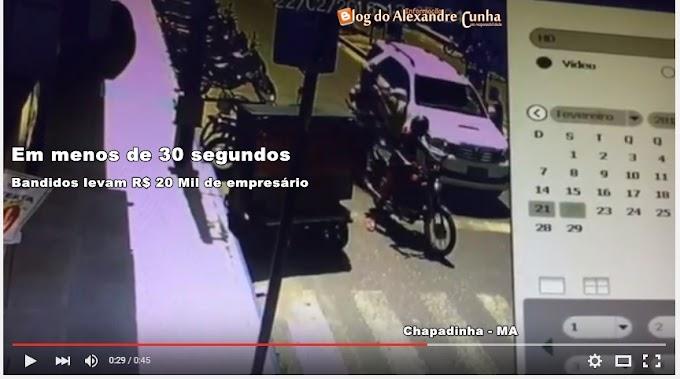 VÍDEO: Em menos de 30 segundos bandidos levam R$ 20 mil de empresário no centro de Chapadinha.