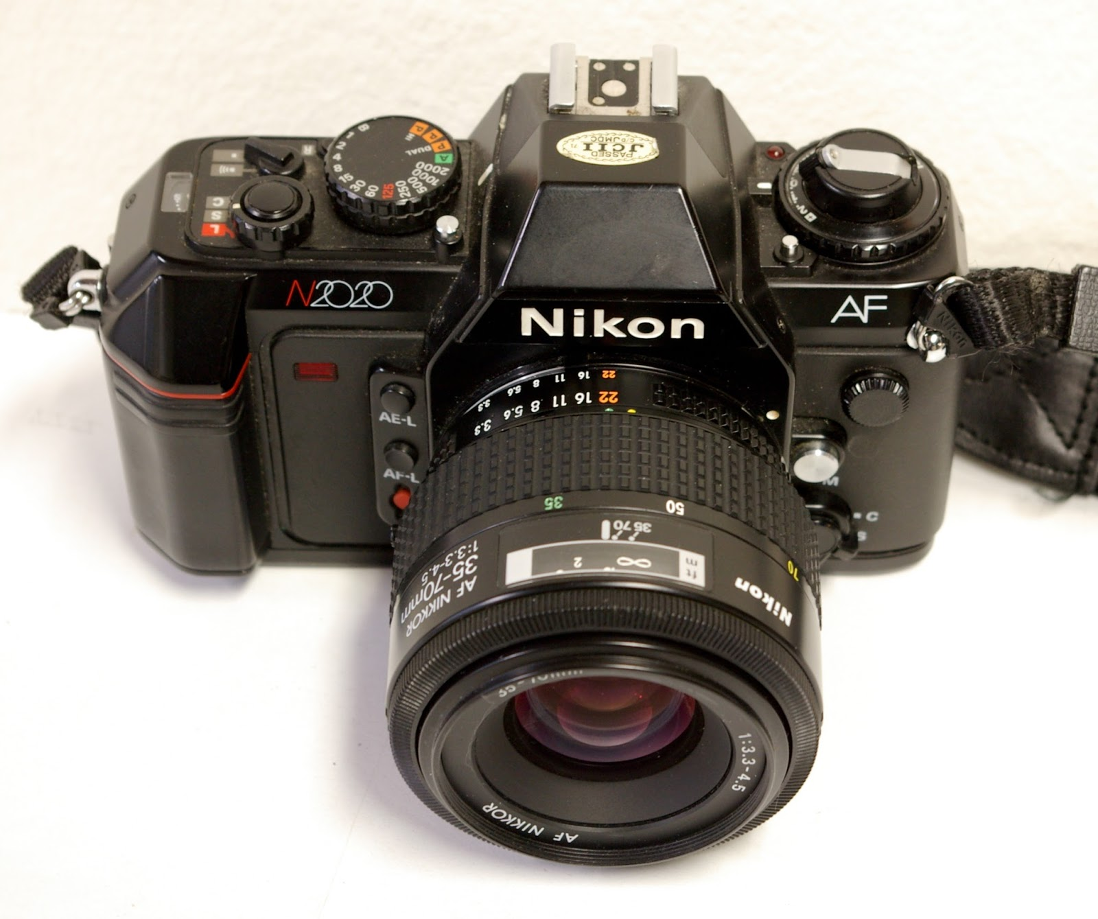 random camera blog nikon took af mainstream the n2020 slr rh randomphoto blogspot com Nikon N2020 Camera Review nikon n2020 camera manual