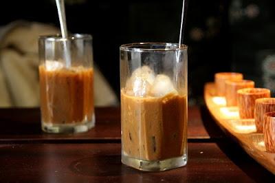 cà phê sữa đá, cà phê phố