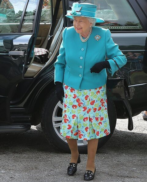 Queen Elizabeth opted for a silver and turquoise broach which she wore on the left side of her fitted blazer at Balmoral