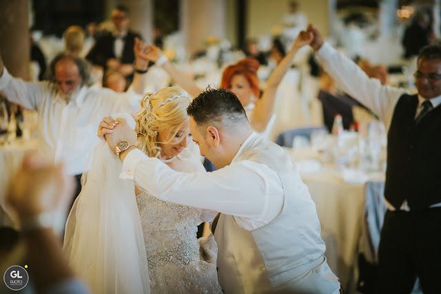 http://www.ilblogdisposamioggi.com/2017/01/rose-pesca-e-dettagli-oro-per-un-matrimonio-principesco.html