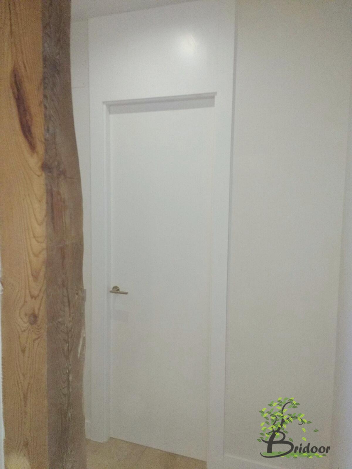 Bridoor s l vivienda lacada con puertas y armarios en c - Puertas de calle de madera ...