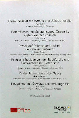 Gewürztraminer-Eis auf Gugelhupf (Kougelhopf) mit Mangocreme, Rumrosinen und Mönchspfeffer {Zu Besuch bei der Effilee} | Arthurs Tochter kocht. Der Blog für Food, Wine, Travel & Love von Astrid Paul