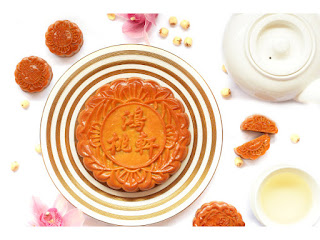 Source: Meritus Hotels. An eight-yolk mooncake from Peach Blossoms.