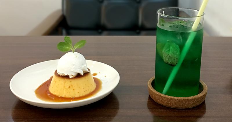喫茶 タビビトの木のタイ風プリンバインフランとマンタロー