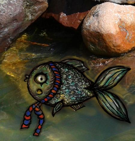 Illusztráció gyerekvershez, digitális rajzon ponty úszik a Balatonban, sekély vízben, nyakában hosszú piros-kék csíkos sál, hátán csillog a napfény.