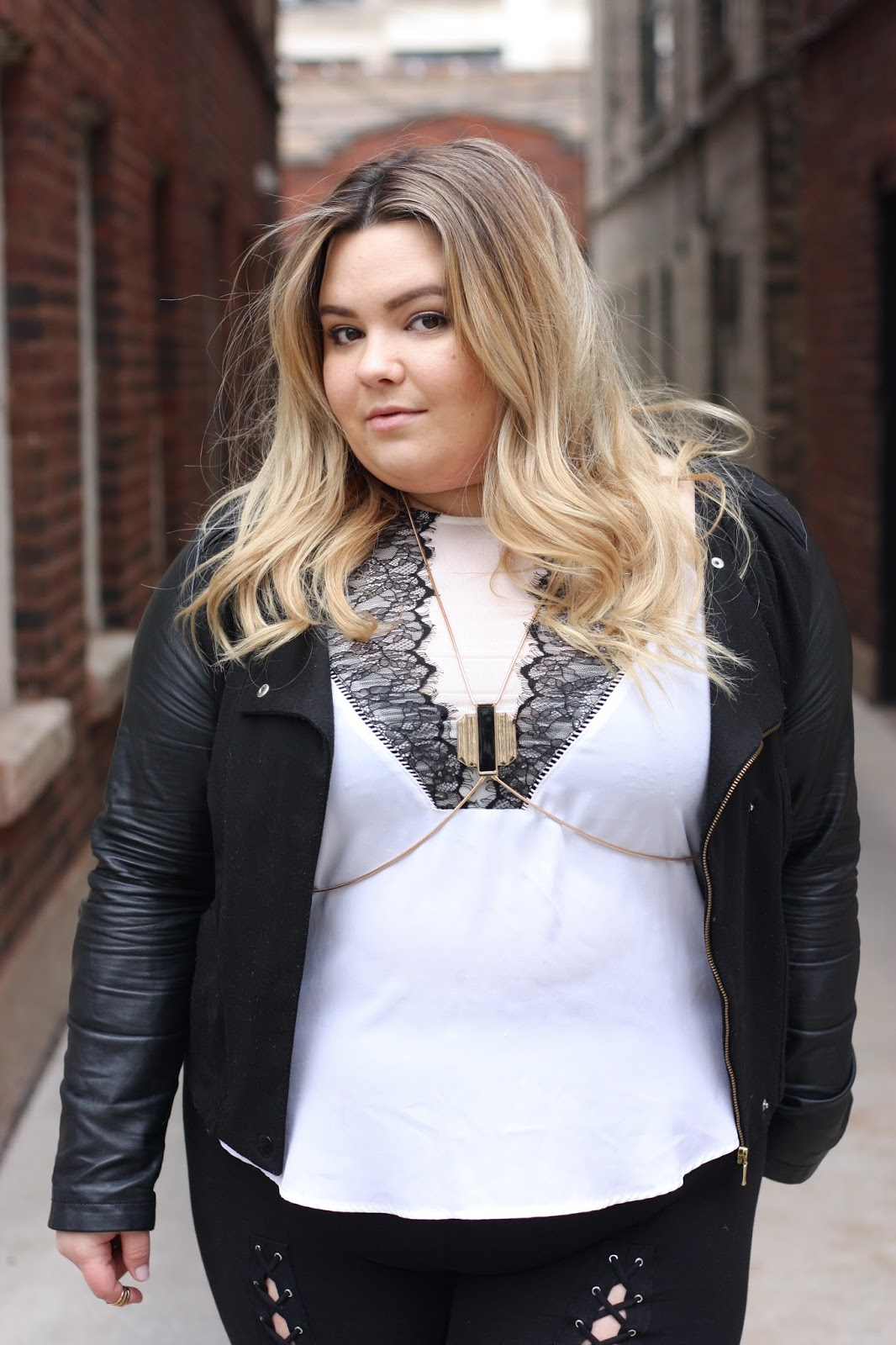 plus size lace up leggings, khloe kardashian lace up leggings, criss cross leggings, plus size fashion, plus size fashion blogger, natalie craig, natalie in the city, fashion, chicago blogger, midwest blogger, forever 21 plus