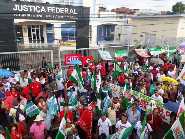Movimentos sociais fazem ato em defesa do ex-presidente Lula em São Luís