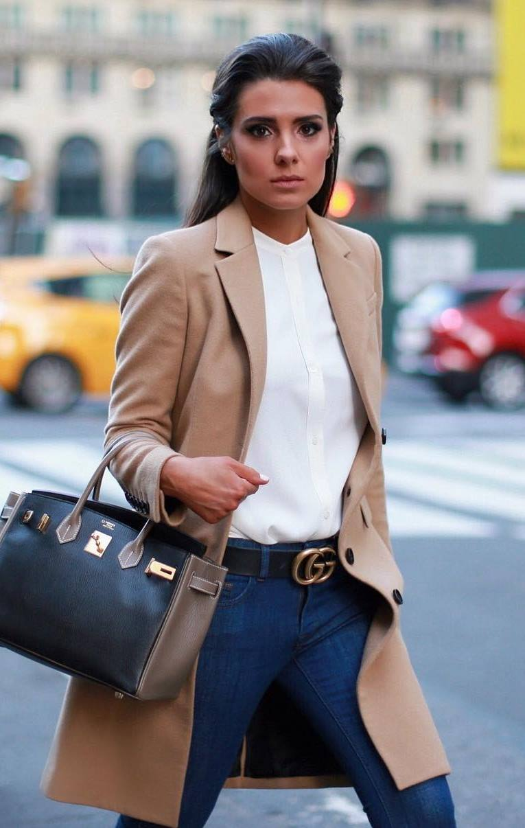 what to wear for work : beige coat + white t-shirt + handbag + jeans