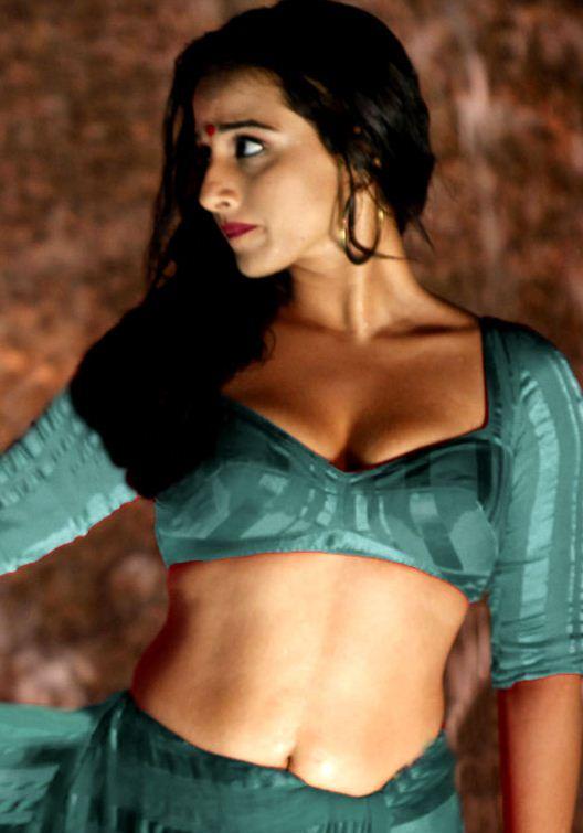 Hot Pics Sexy, Boobs Kiss Blouse Cleavage Show Without Bra Saree Navel Hd, Hips Bikini Thighs Back  Vidya Balan Hot Cleavage, Navel Show -8278