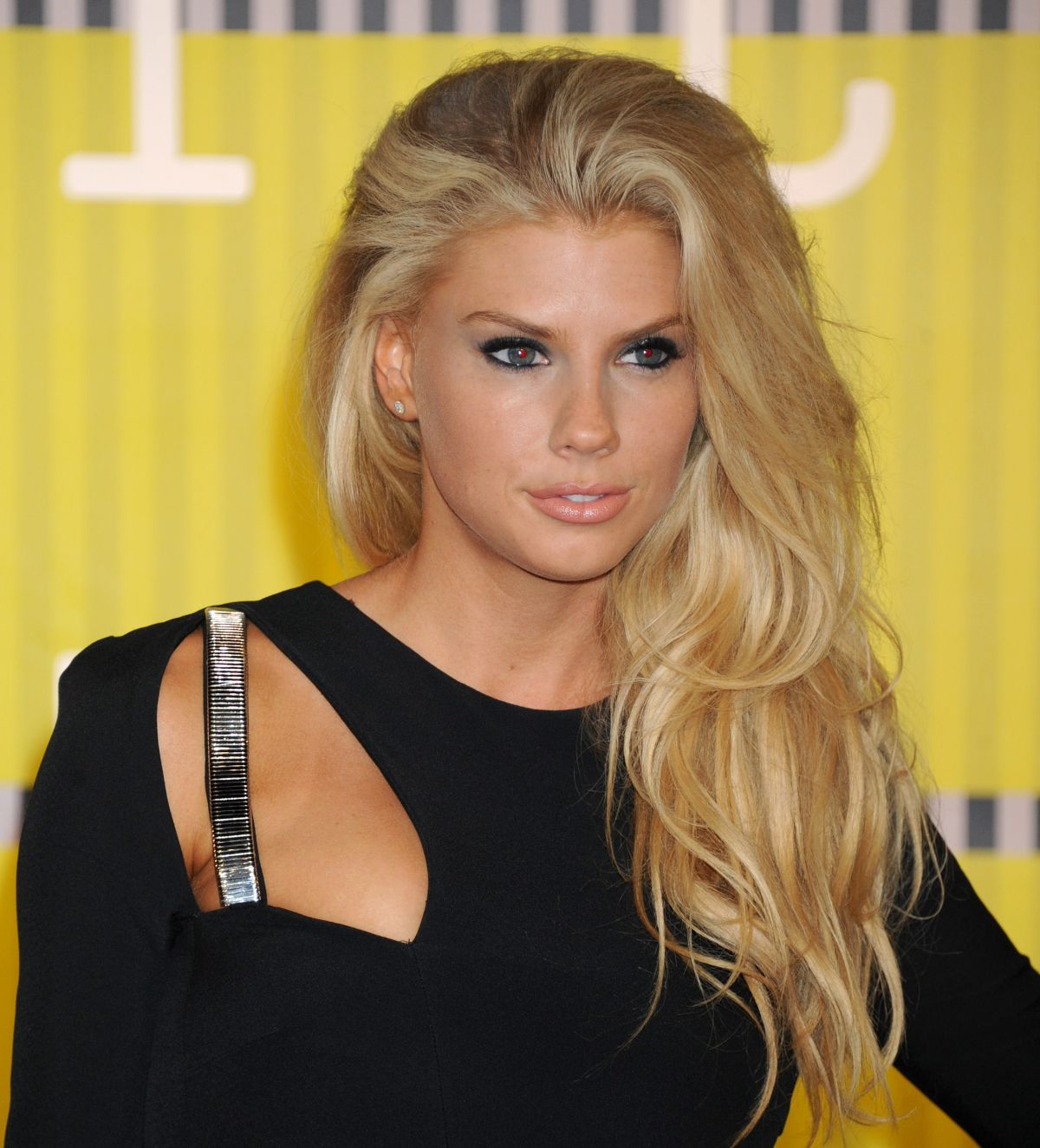 HQ Photos of Charlotte Mckinney At Mtv Video Music Awards 2015 In Los Angeles
