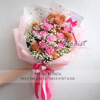 bunga valentine, buket bunga dan cokelat, handbouquet rose pink, buket bunga ferrero rocher, buket bunga mawar, bunga mawar valentine, handbouquet mawar, bunga mawar 100tangkai, buket rose, toko bunga, florist jakarta, kado valentine, toko bunga jakarta barat