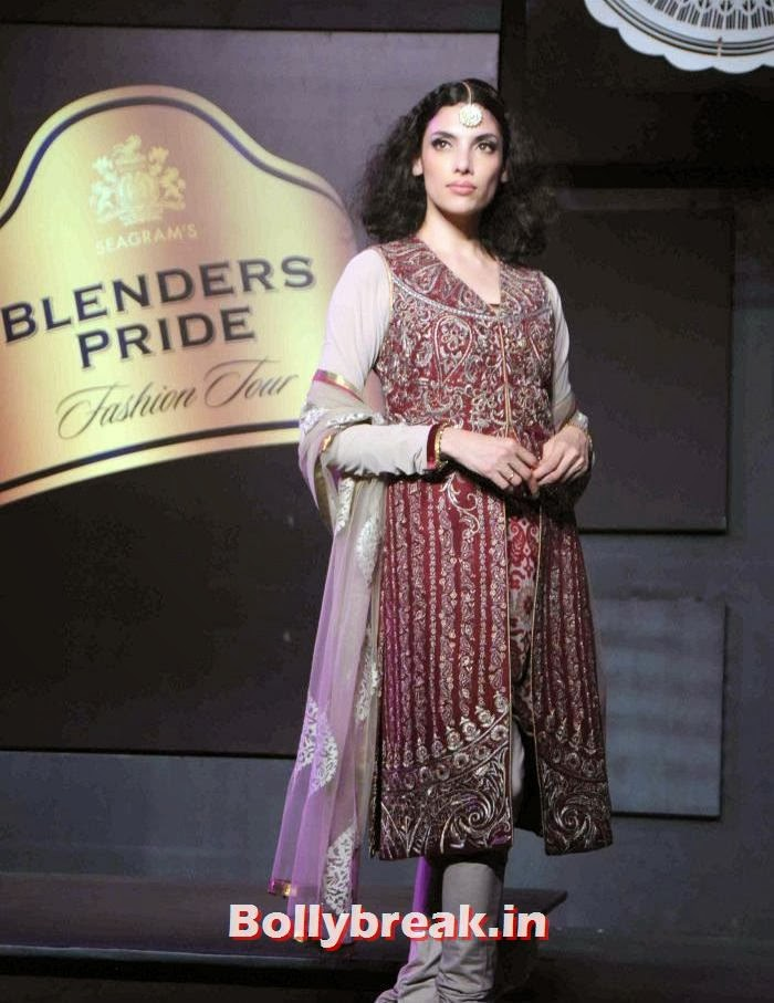 Indrani DasGupta, JJ Valaya Collections at BPFT 2013 - Arjun Kapoor Ramp Walk