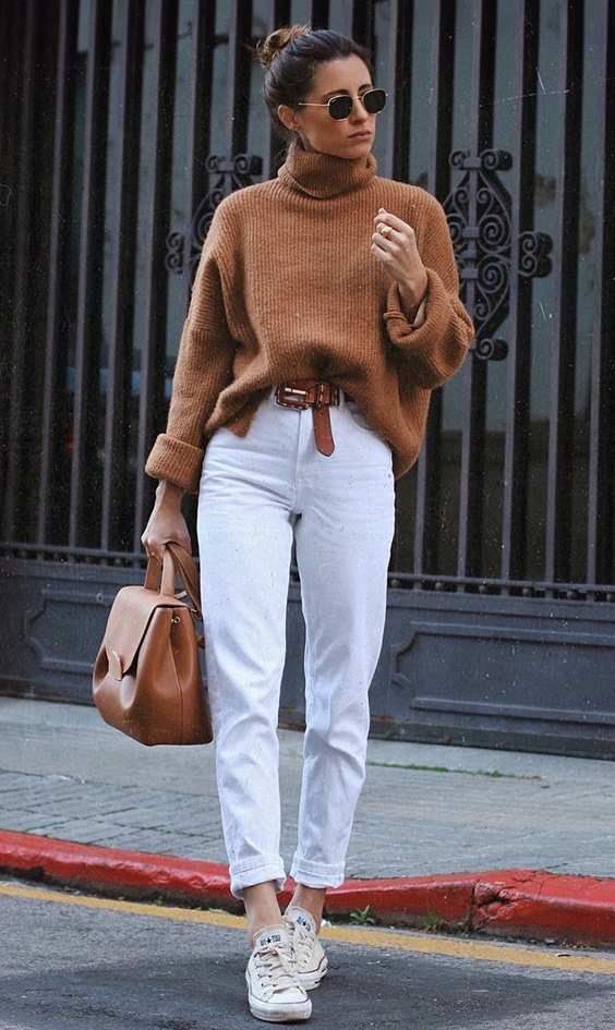 casual style addict | brown sweater + bag + white boyfriend jeans + converse