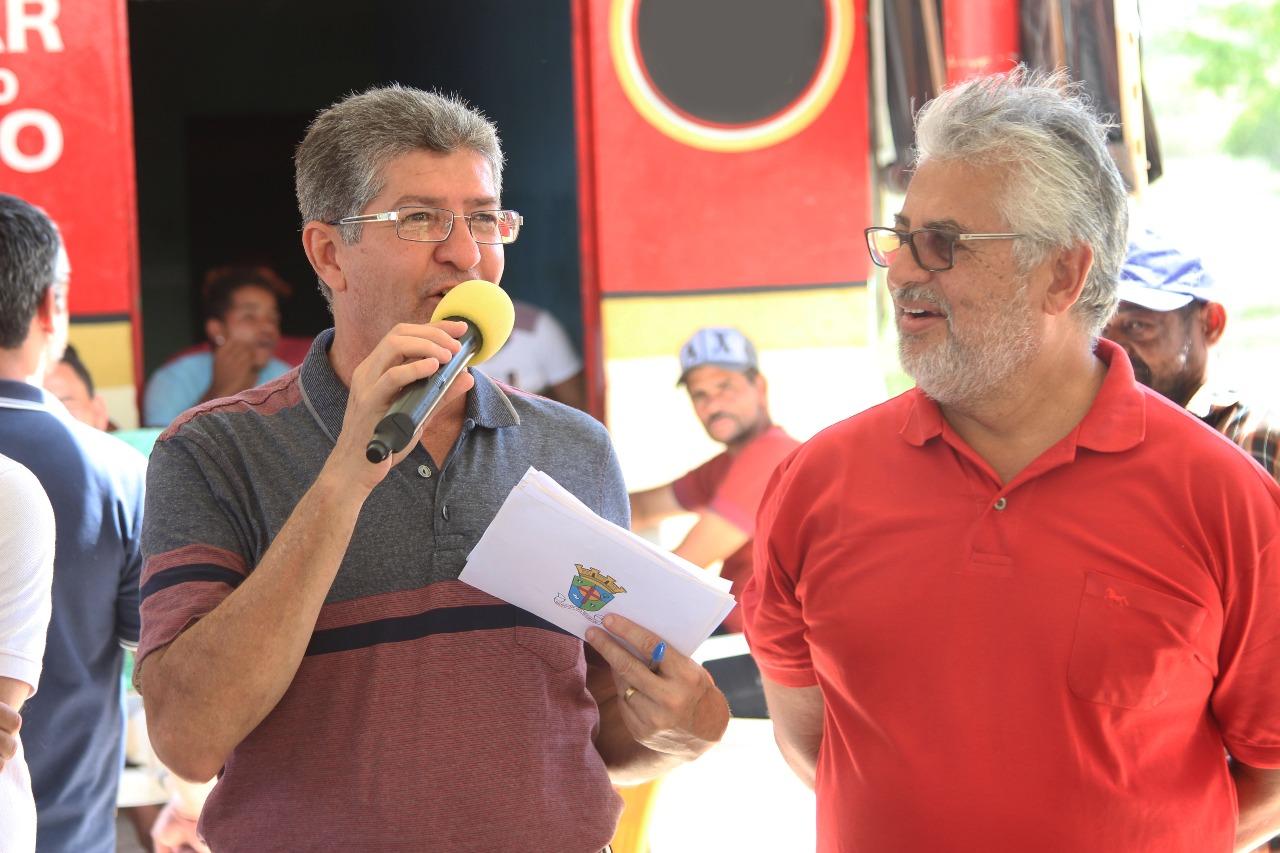 Vice-prefeito José Antônio prestigia mais uma obra inaugurada pelo prefeito Carlos  Brasileiro em Tijuaçu rua do Chafariz