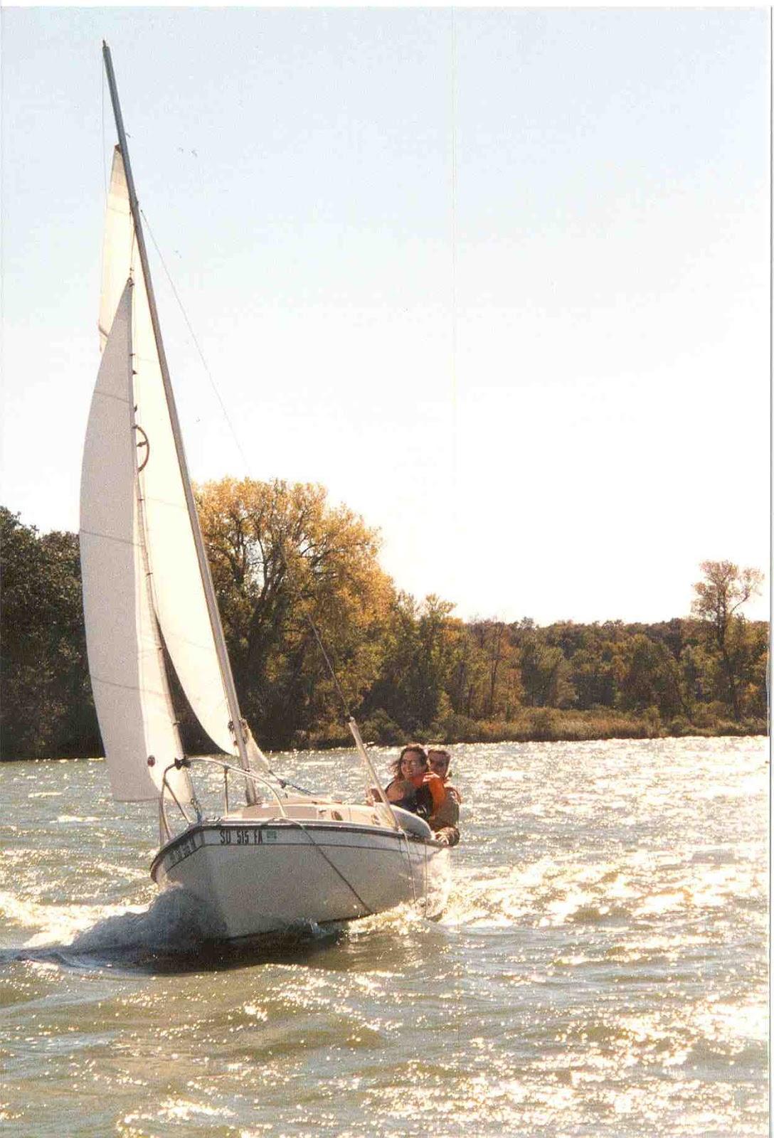 Sailing South Dakota: Our 1982 Compac 16