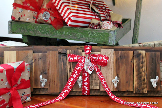 coat hook, rustic, salvaged wood, reclaimed, pallet wood, DIY, gift idea, last minute, minwax, build it, http://bec4-beyondthepicketfence.blogspot.com/2015/12/12-days-of-christmas-day-12-last-minute.html