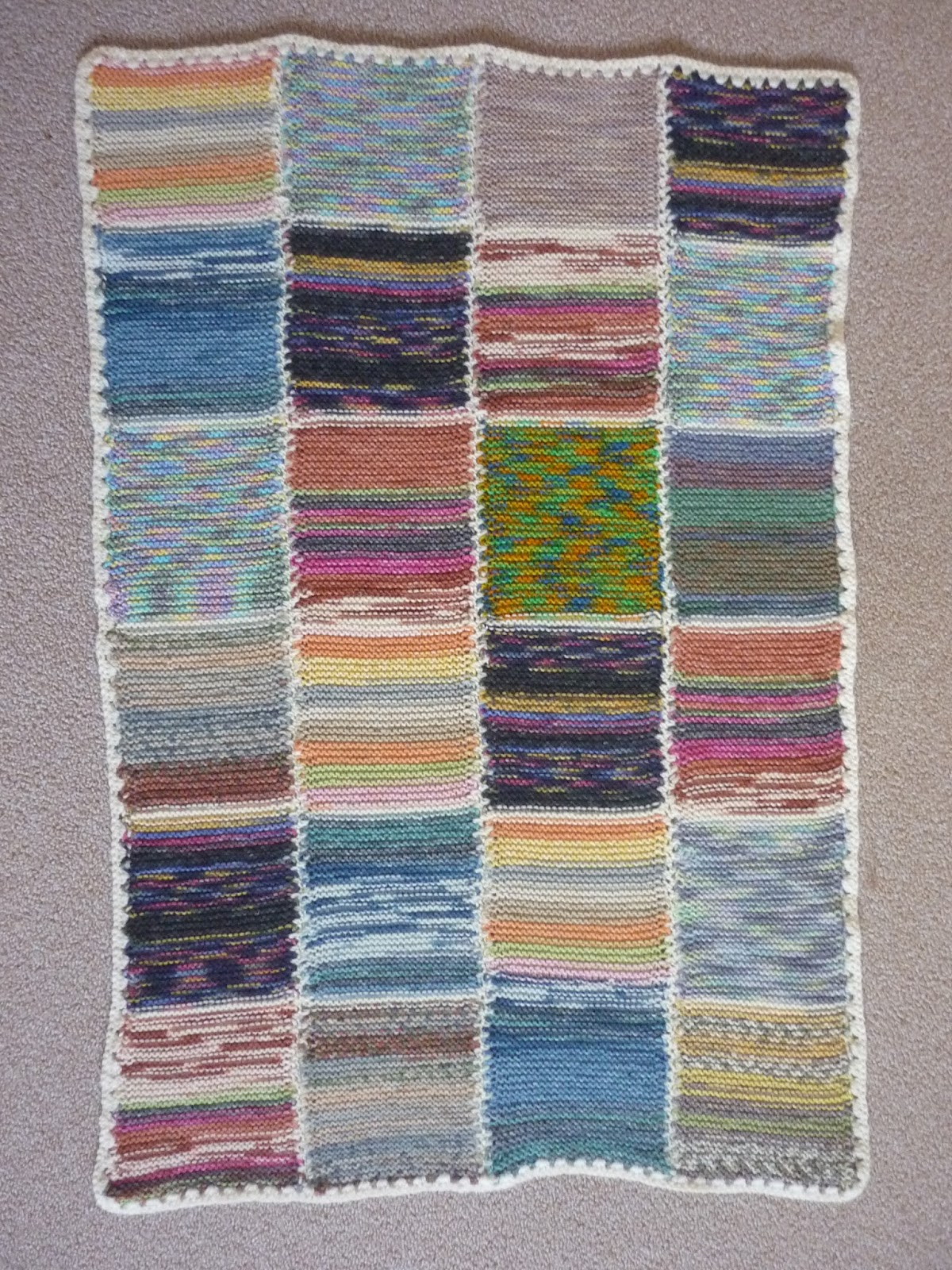 Handarbeiten: Decke aus Sockenwollresten
