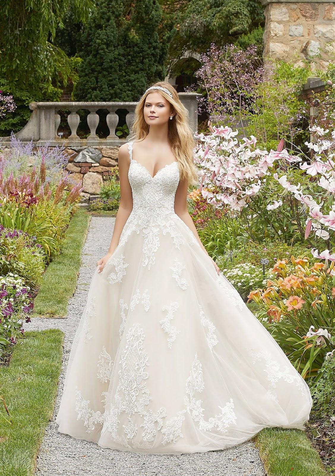 L I L Y MENYASSZONYI RUHASZALONOK KATALÓGUS  MORILEE menyasszonyi ... c9b386e4b3