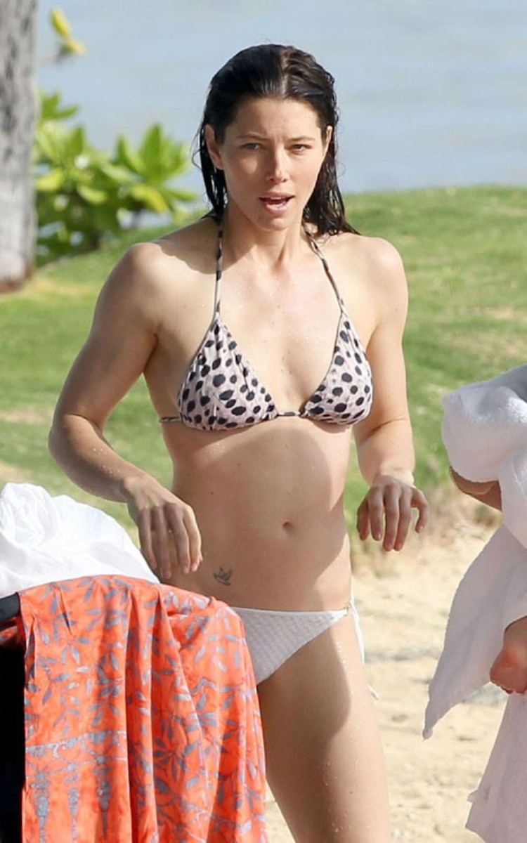 Discussion on this topic: Mila kunis street style breakfast in studio city, elizabeth-hurley-bikini-topless-beach/