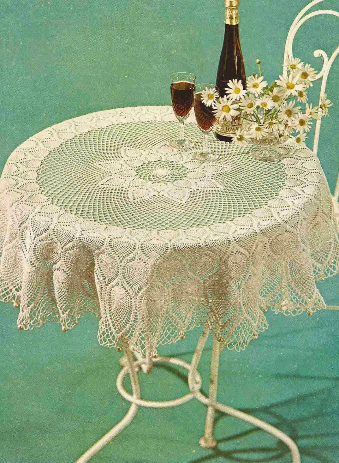 "Mantel Redondo ""Flor de Loto"" a Crochet"