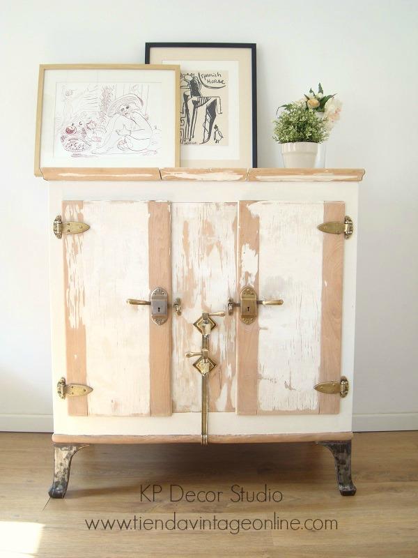 Tienda de muebles vintage. estilo nórdico, provenzal, estilo rústico, madera decapada