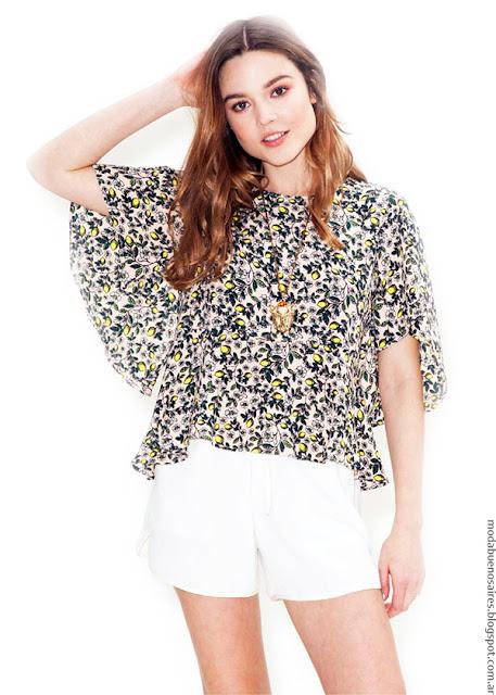 Moda primavera verano 2017 blusas con mangas cortas acampanadas.